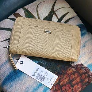BRAND NEW! Roxy wallet